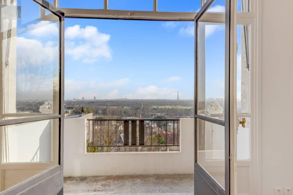 Saint-Cloud  -  A 2-bed artist's studio with a balcony