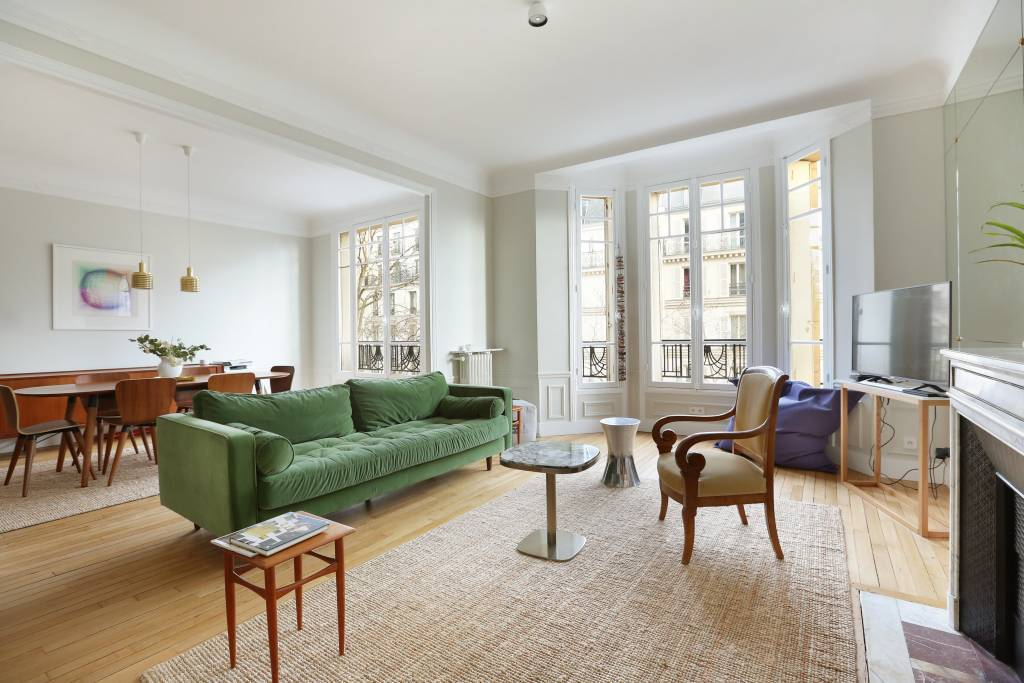 Paris 7th District – A renovated three-bed apartment