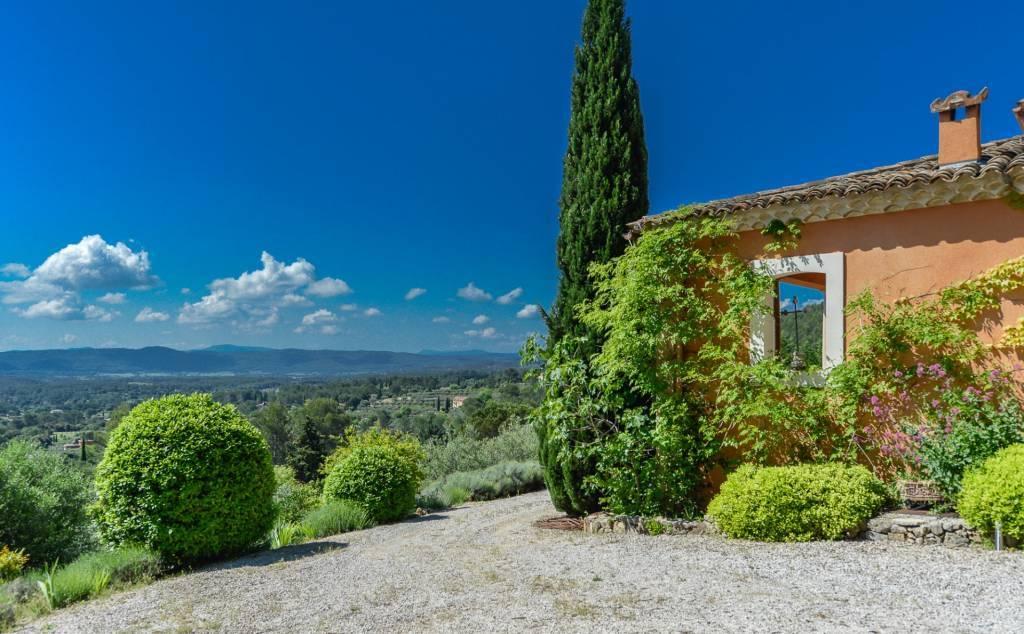 Cotignac - An elegant Florentine-style property.