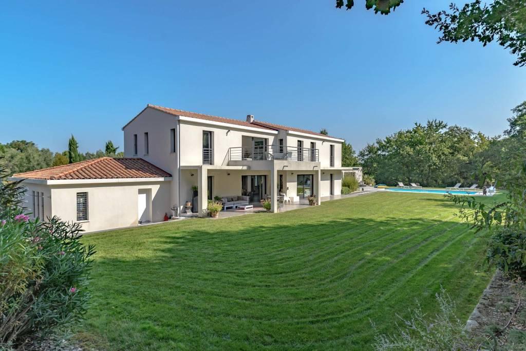 Aix en Provence – A superb recent property